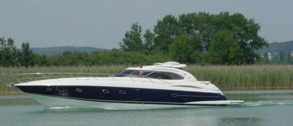 Luxury Yacht Cruising on The Beaulieu River