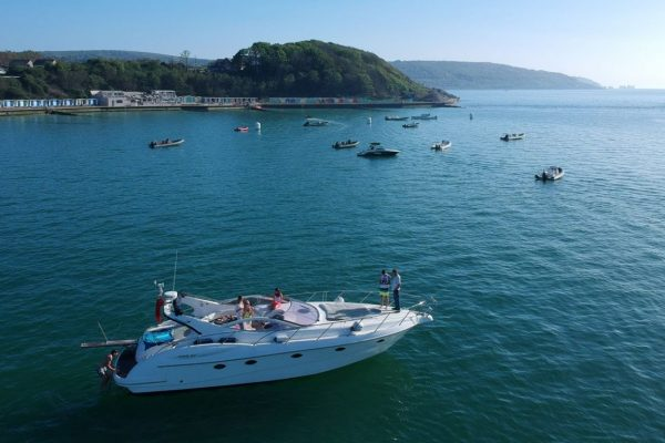 the hut colwell bay expansion and sunseeker charters to The Hut